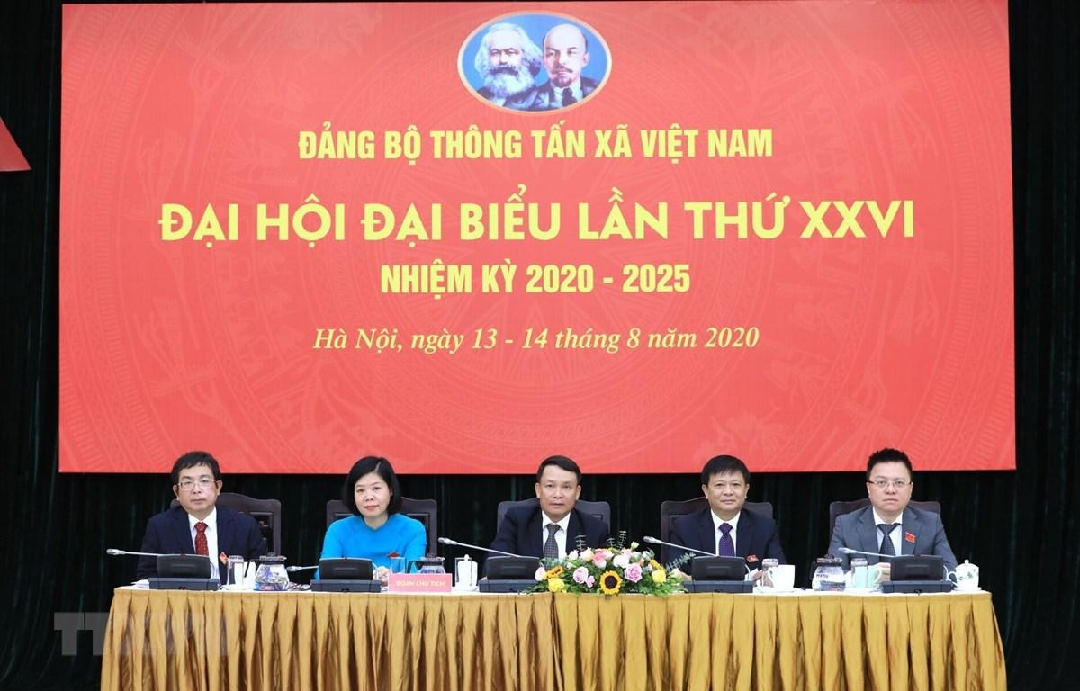 Đoàn Chủ tịch điều hành Đại hội đại biểu Đảng bộ Thông tấn xã Việt Nam lần thứ XXV. (Ảnh: Thành Đạt/TTXVN)