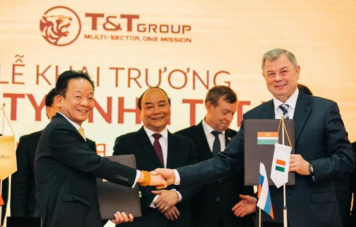 Trao thỏa thuận hợp tác khung giữa tỉnh Kaluga và T&T Group.