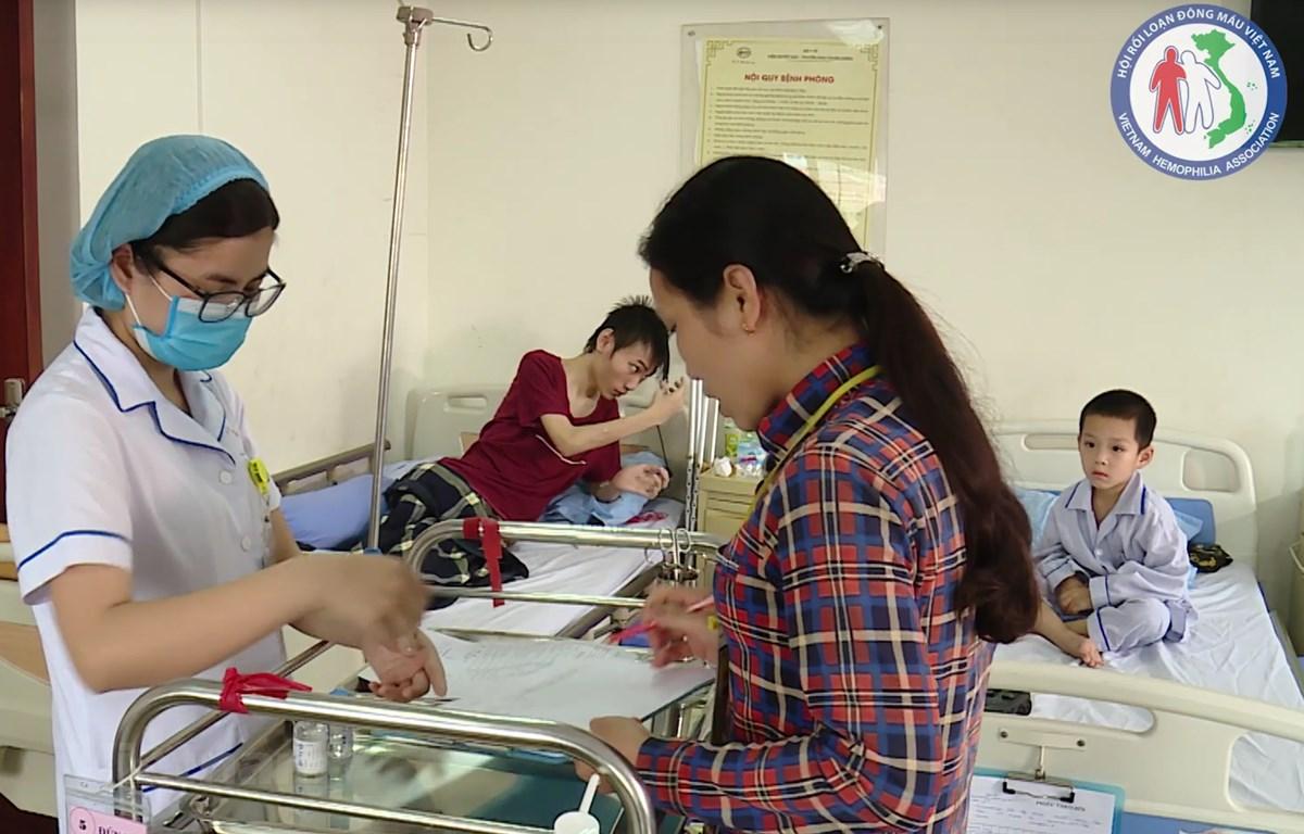 Điều trị cho bệnh nhân máu khó đông tại Viện Huyết học - Truyền máu Trung ương. (Ảnh: PV/Vietnam+)