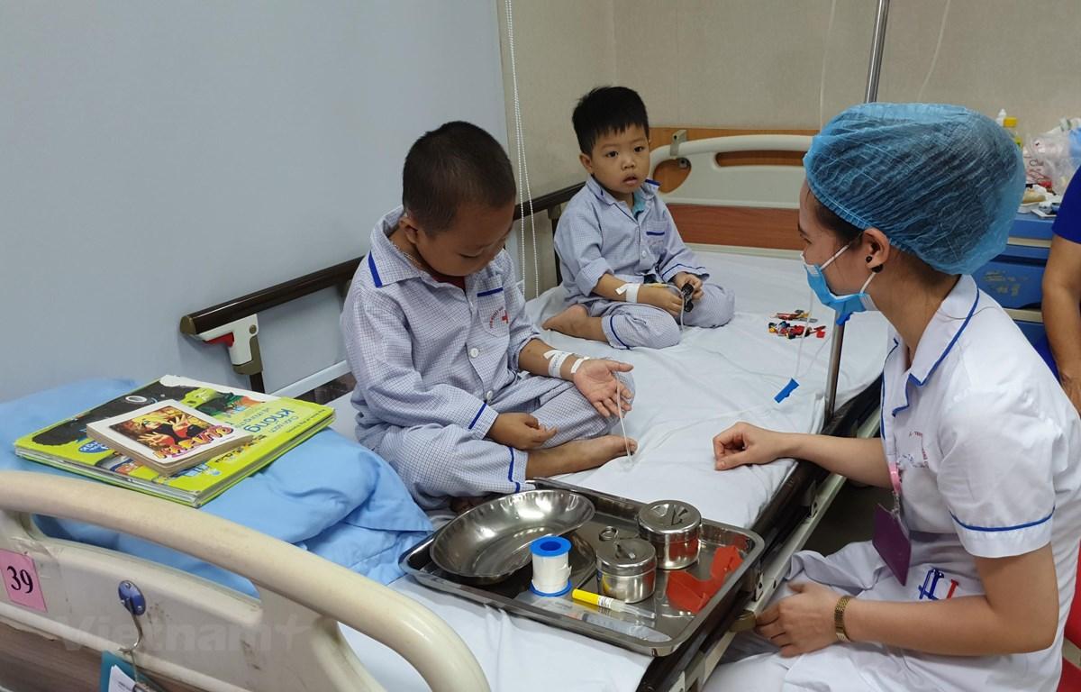 Những em bé mắc bệnh tan máu bẩm sinh điều trị tại Viện huyết học - Truyền máu Trung ương. (Ảnh: T.G/Vietnam+)