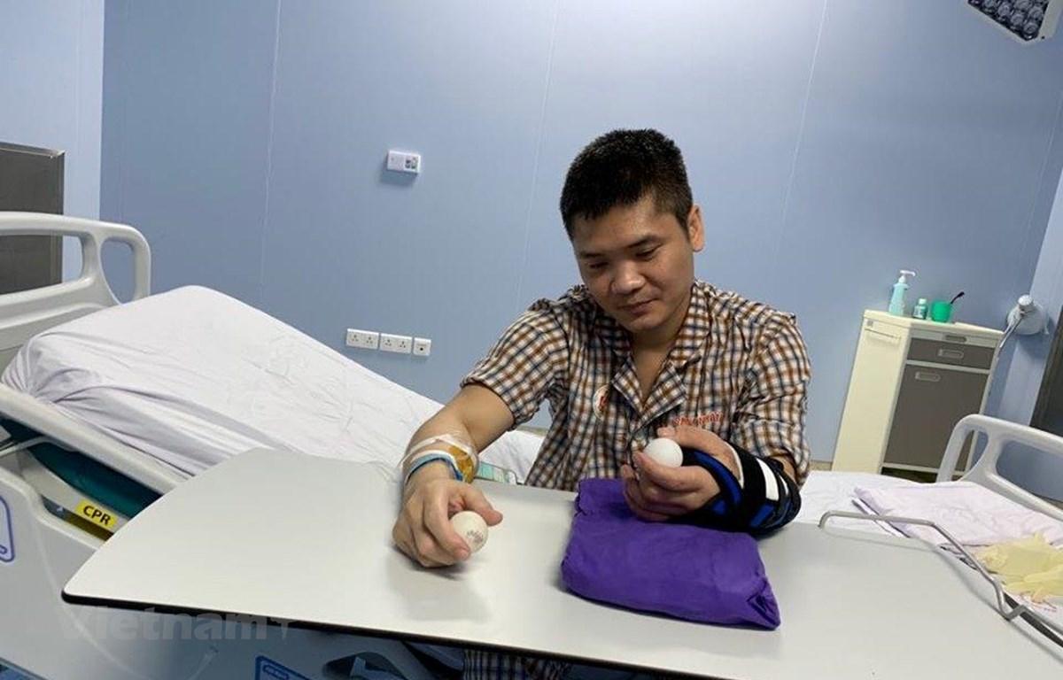 Bệnh nhân may mắn được ghép chi thể là anh Phạm Văn Vương ở Hà Nội. (Ảnh: T.G/Vietnam+)