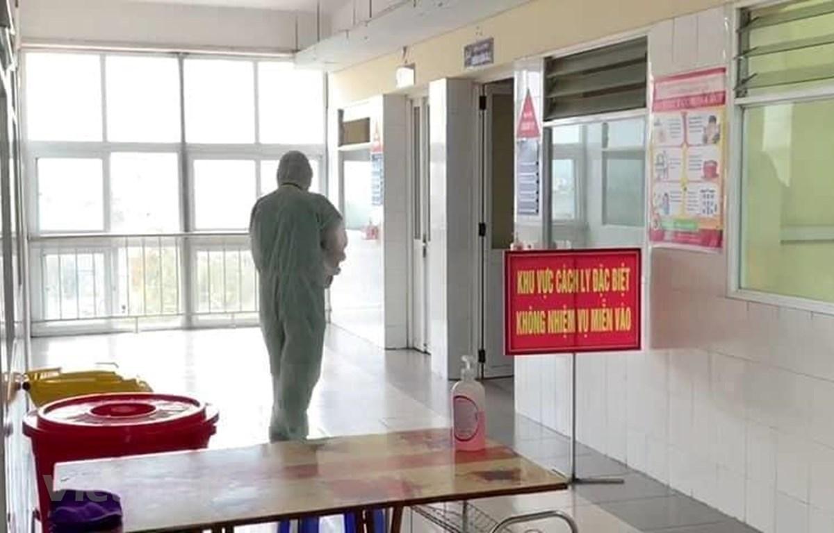 Phòng cách ly đặc biệt - nơi điều trị cho một bệnh nhân mắc COVID-19. (Ảnh: PV/Vietnam+)