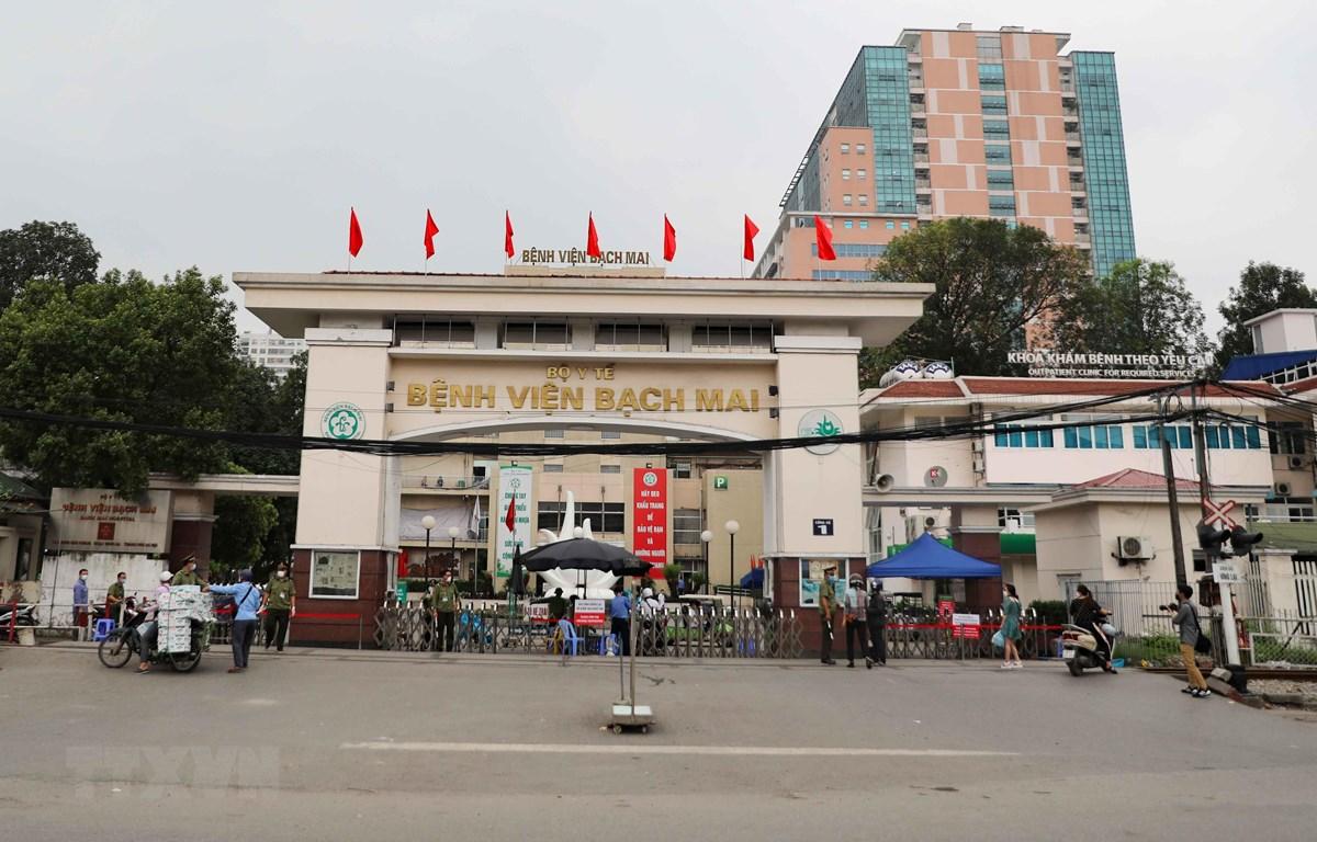 Bệnh viện Bạch Mai đã được đặt trong trạng thái kiểm tra, kiểm soát nghiêm ngặt, khẩn trương để phòng chống dịch COVID-19. (Ảnh: Thanh Tùng/TTXVN)