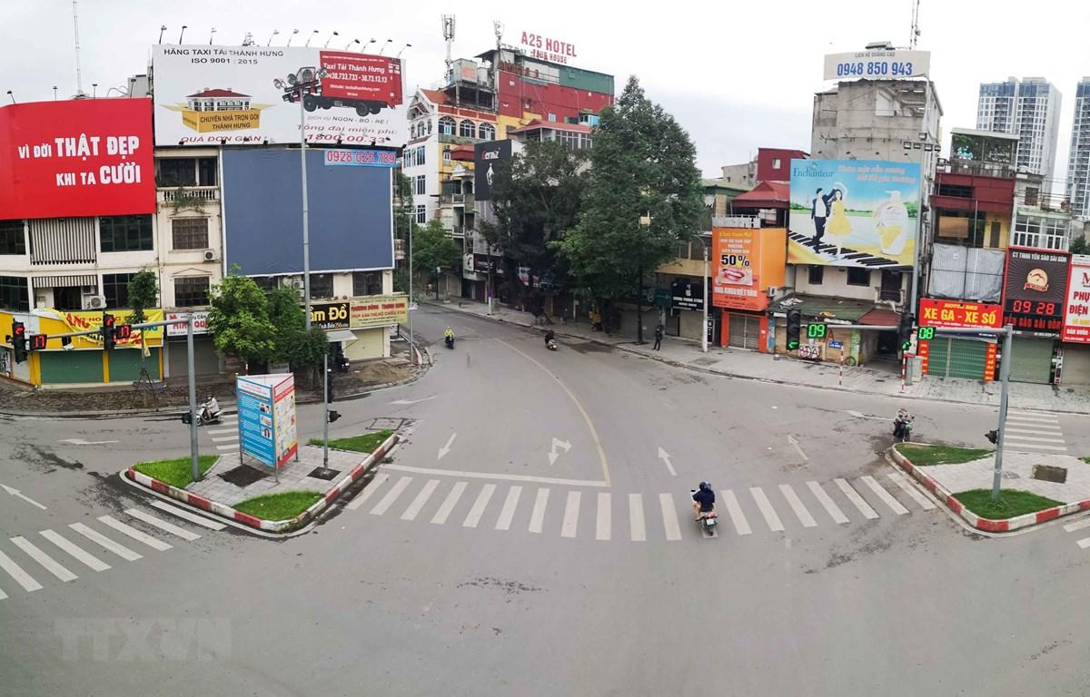 Đường phố Hà Nội vắng lặng trong những ngày giãn cách xã hội. (Ảnh: Thanh Tùng/TTXVN)