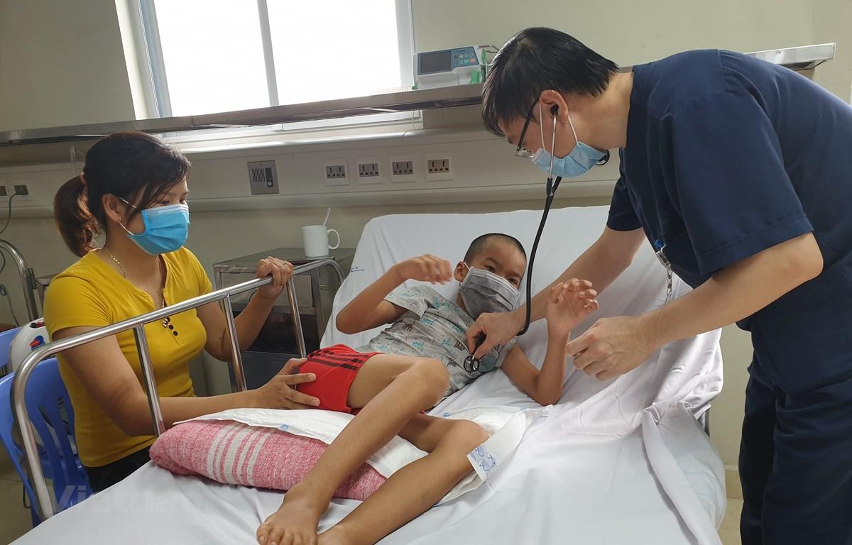 Bệnh nhân nhi 10 tuổi mắc bệnh viêm não Nhật Bản đang điều trị tại Bệnh viện Nhi Trung ương. (Ảnh: PV/Vietnam+)