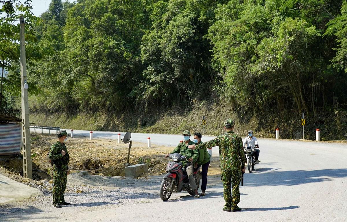Bộ đội Biên phòng tăng cường kiểm soát khu vực biên giới, cửa khẩu. (Ảnh: Xuân Tư/TTXVN)