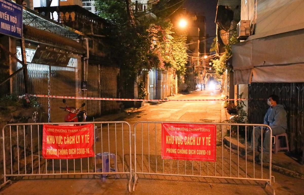 Ngõ 651 Minh Khai bị phong tỏa do có nhiều ca mắc COVID-19 (Nguồn: TTXVN)
