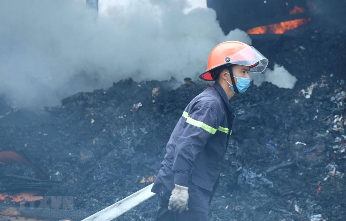 Vụ cháy không gây thương vong về người nhưng nhiều tài sản, trang thiết bị trong xưởng bị cháy đen, gây thiệt hại lớn. Ảnh minh họa. (Ảnh: Công Phong/TTXVN)