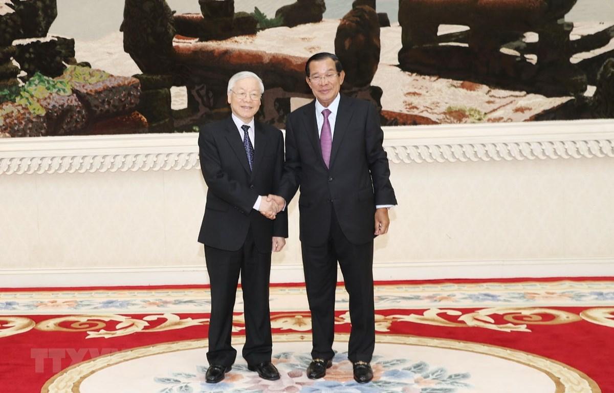 Tổng Bí thư, Chủ tịch nước Nguyễn Phú Trọng hội kiến với Thủ tướng Chính phủ Hoàng gia Campuchia Samdech Hun Sen. (Ảnh: Trí Dũng/TTXVN)