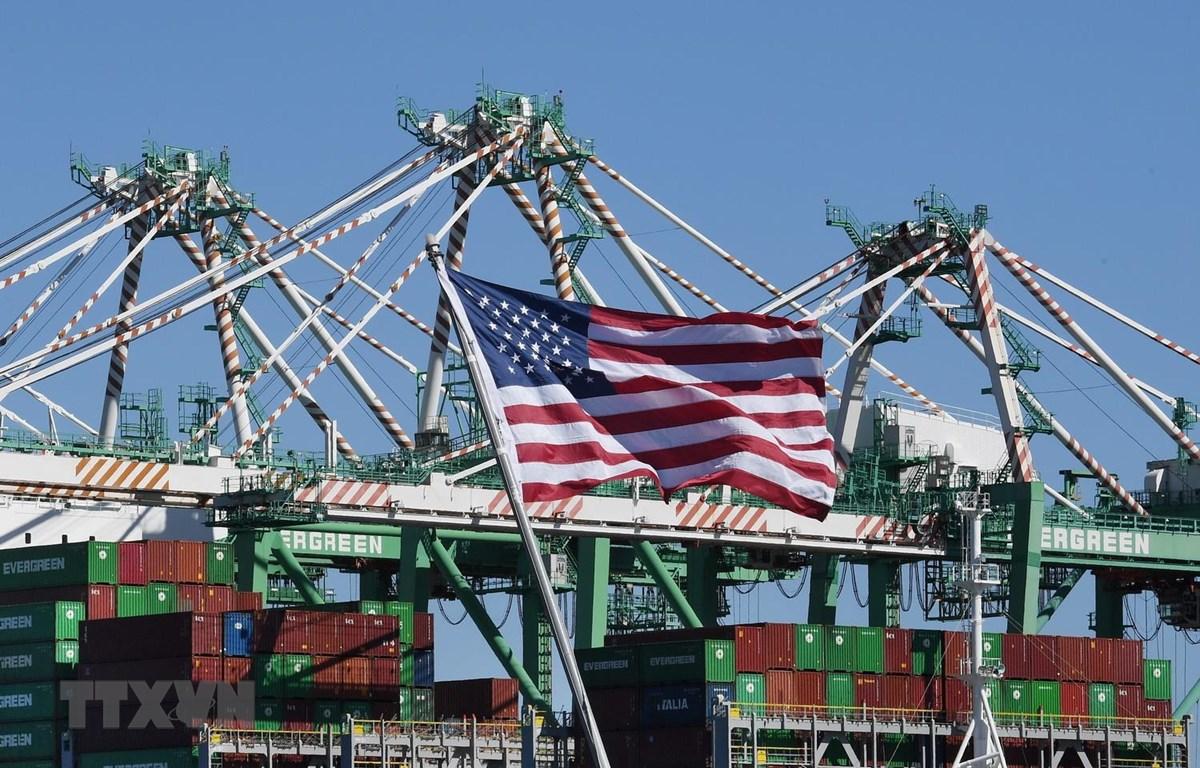 Vận chuyển hàng hóa tại Cảng Long Beach ở Los Angeles, bang California, Mỹ. (Nguồn: AFP/TTXVN)