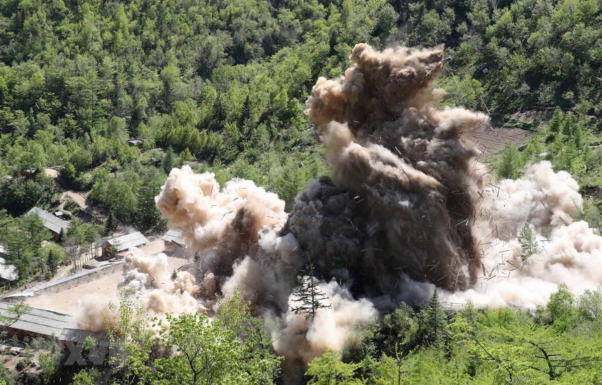 Triều Tiên phá hủy đường hầm số 4 tại bãi thử hạt nhân Punggye-ri ngày 24/5/2018. (Nguồn: Yonhap/TTXVN)