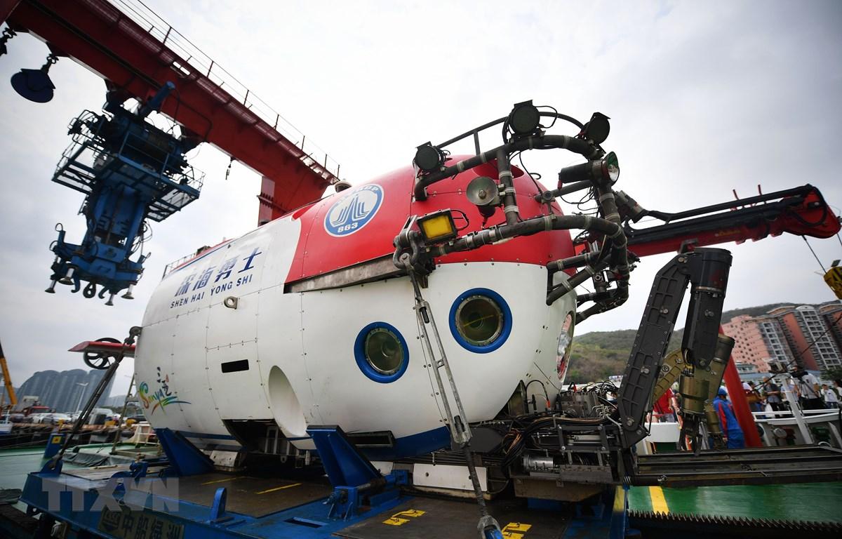 Tàu lặn có người lái Dũng sỹ biển sâu tại cảng ở Tam Á, tỉnh Hải Nam, Trung Quốc. (Nguồn: THX/TTXVN)