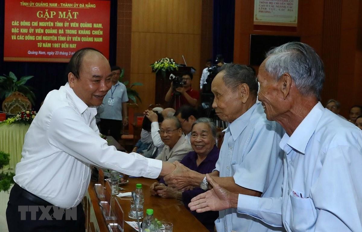 Thủ tướng Nguyễn Xuân Phúc và các đại biểu tại buổi gặp mặt. (Ảnh: Thống Nhất/TTXVN)