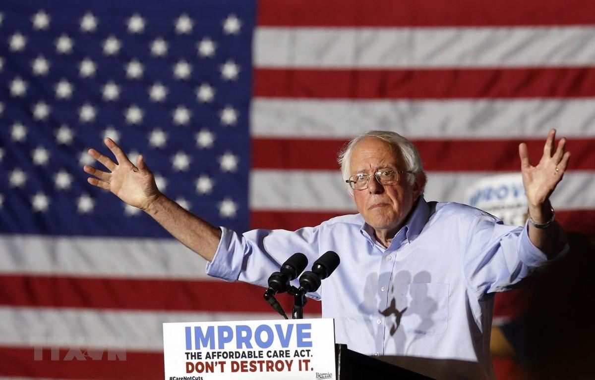 Thượng Nghị sỹ Mỹ Bernie Sanders phát biểu trước những người ủng hộ tại một sự kiện ở Covington, Kentucky. (Nguồn: AFP/TTXVN)
