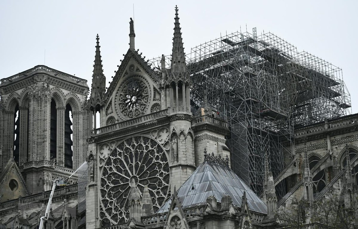 Nhà thờ Đức Bà Paris sau vụ hỏa hoạn, ngày 16/4. (Nguồn: AFP/TTXVN)