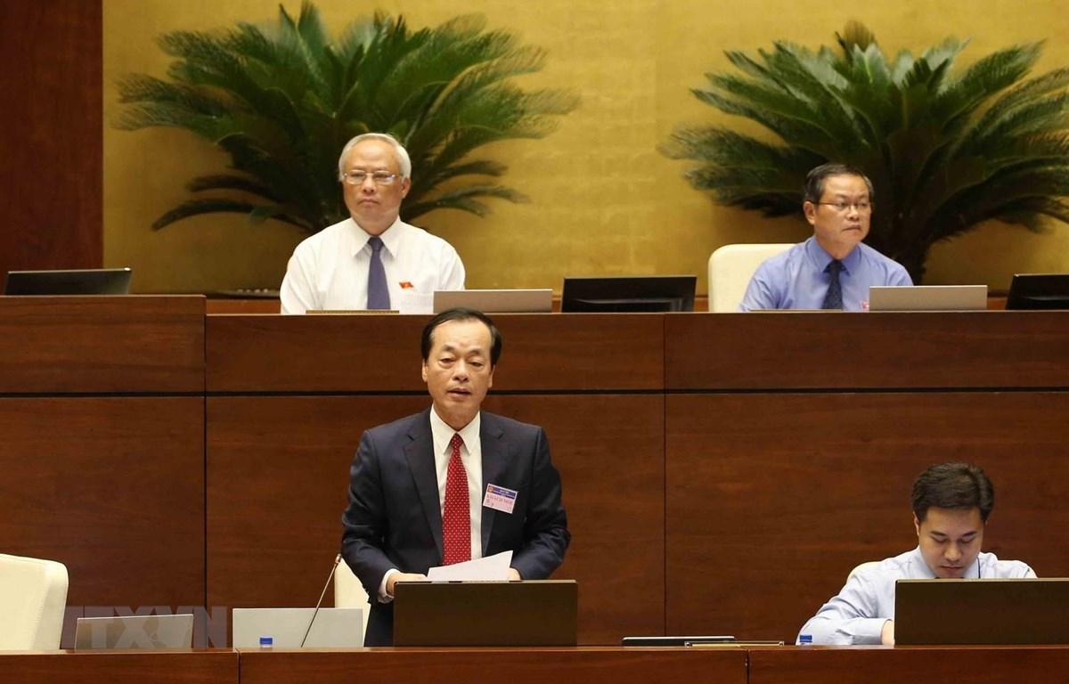 Bộ trưởng Bộ Xây dựng Phạm Hồng Hà trả lời chất vấn của đại biểu Quốc hội. (Ảnh: Phương Hoa/TTXVN)