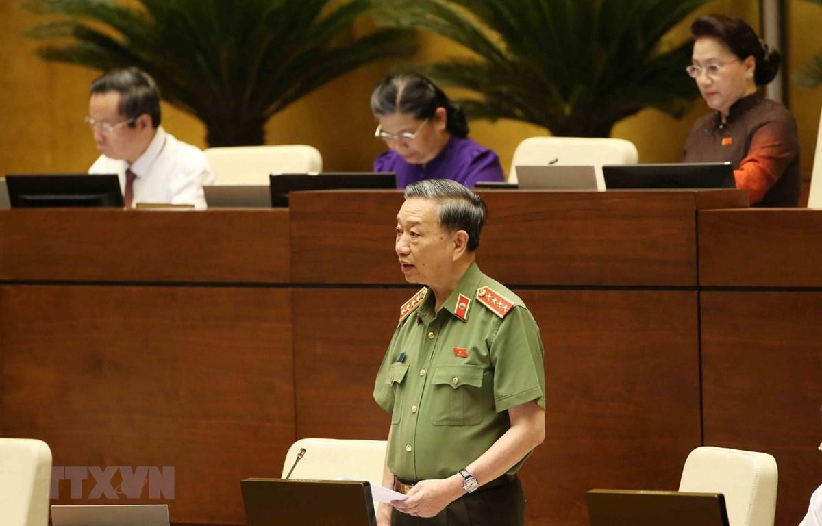 Đại tướng, Bộ trưởng Bộ Công an Tô Lâm trả lời chất vấn của đại biểu Quốc hội. (Ảnh: Phương Hoa/TTXVN)