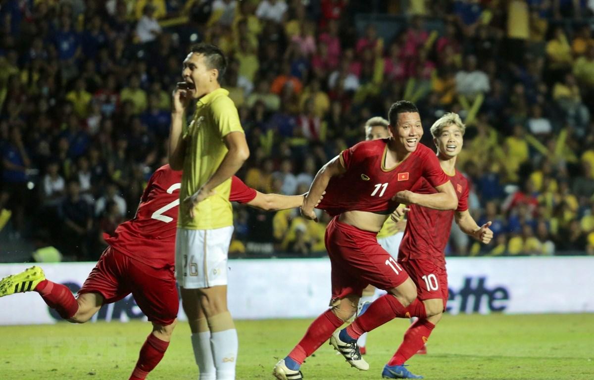 Niềm vui của Anh Đức sau khi ghi bàn. (Ảnh: Nguyễn Minh Tiến/TTXVN)
