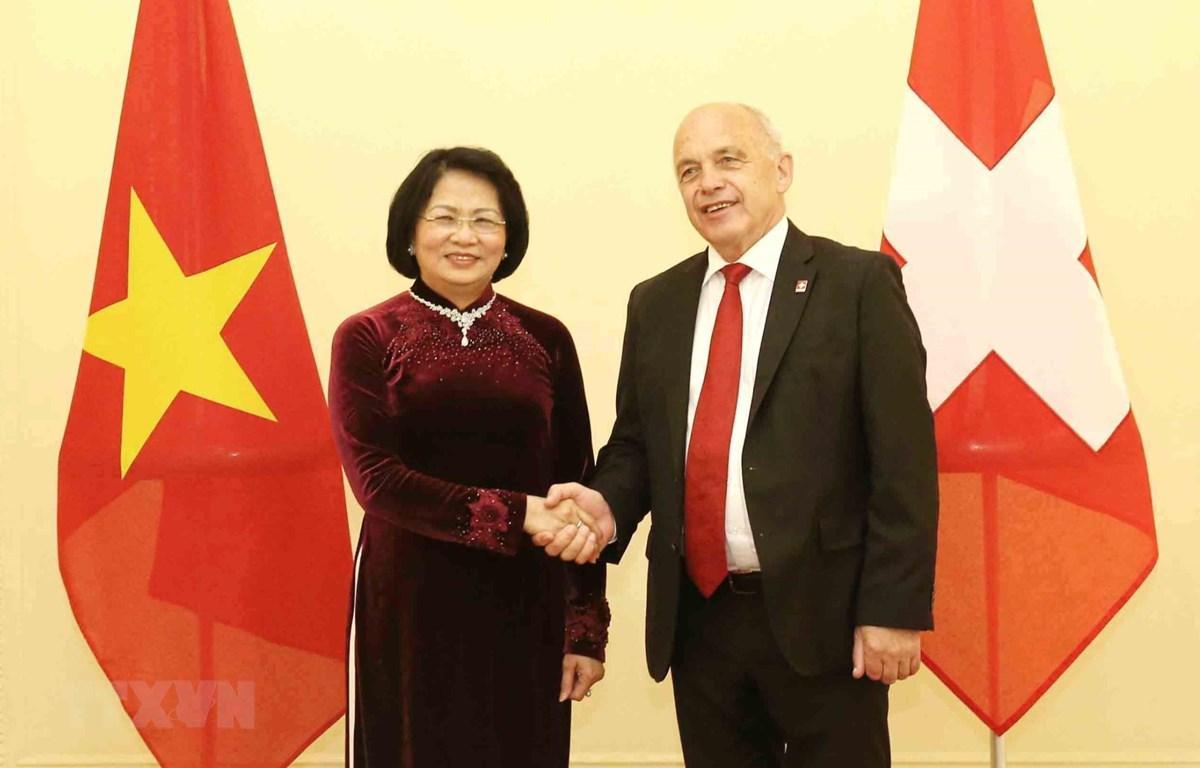 Phó Chủ tịch nước Đặng Thị Ngọc Thịnh hội kiến Tổng thống Liên bang Thụy Sỹ Ueli Maurer. (Ảnh: Phương Hoa/TTXVN)