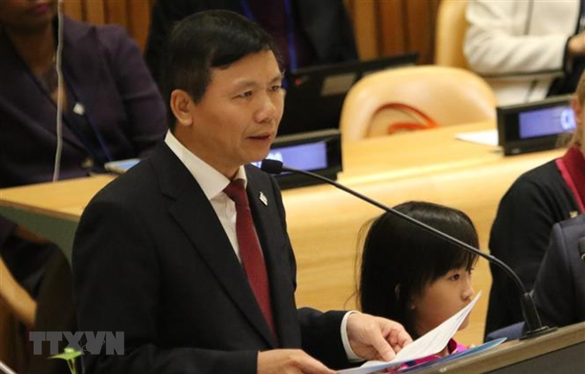 Đại sứ, Trưởng Phái đoàn Đại diện Thường trực Việt Nam tại Liên hợp quốc Đặng Đình Quý phát biểu tại phiên họp. (Ảnh: Hoài Thanh/TTXVN)