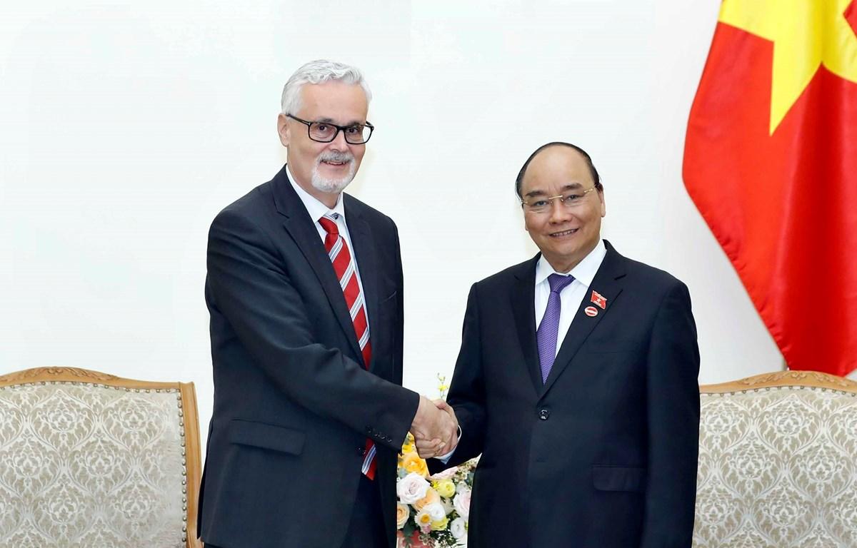 Thủ tướng Nguyễn Xuân Phúc tiếp Đại sứ Đức Guido Hildner đến chào xã giao, nhân dịp nhận nhiệm kỳ công tác tại Việt Nam. (Ảnh: Thống Nhất/TTXVN)