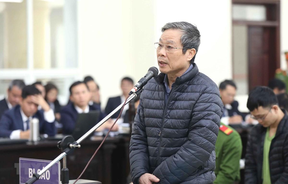 Bị cáo Nguyễn Bắc Son trả lời các câu hỏi của Hội đồng xét xử. (Ảnh: Doãn Tấn/TTXVN)