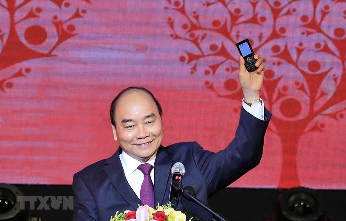 Thủ tướng Nguyễn Xuân Phúc nhắn tin ủng hộ Tết vì người nghèo và nạn nhân chất độc da cam. (Ảnh: Thống Nhất/TTXVN)