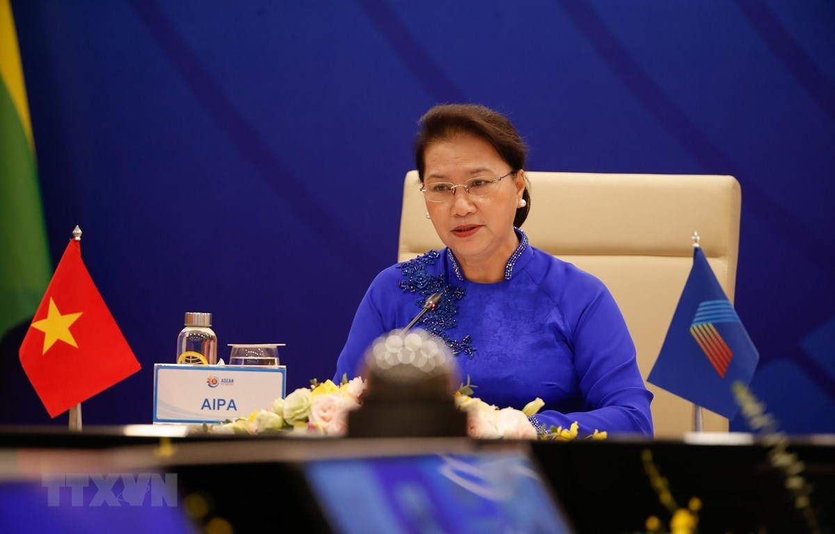 Chủ tịch Quốc hội Nguyễn Thị Kim Ngân, Chủ tịch Hội đồng Liên Nghị viện ASEAN (AIPA) lần thứ 41 phát biểu tại phiên đối thoại. (Ảnh: TTXVN)