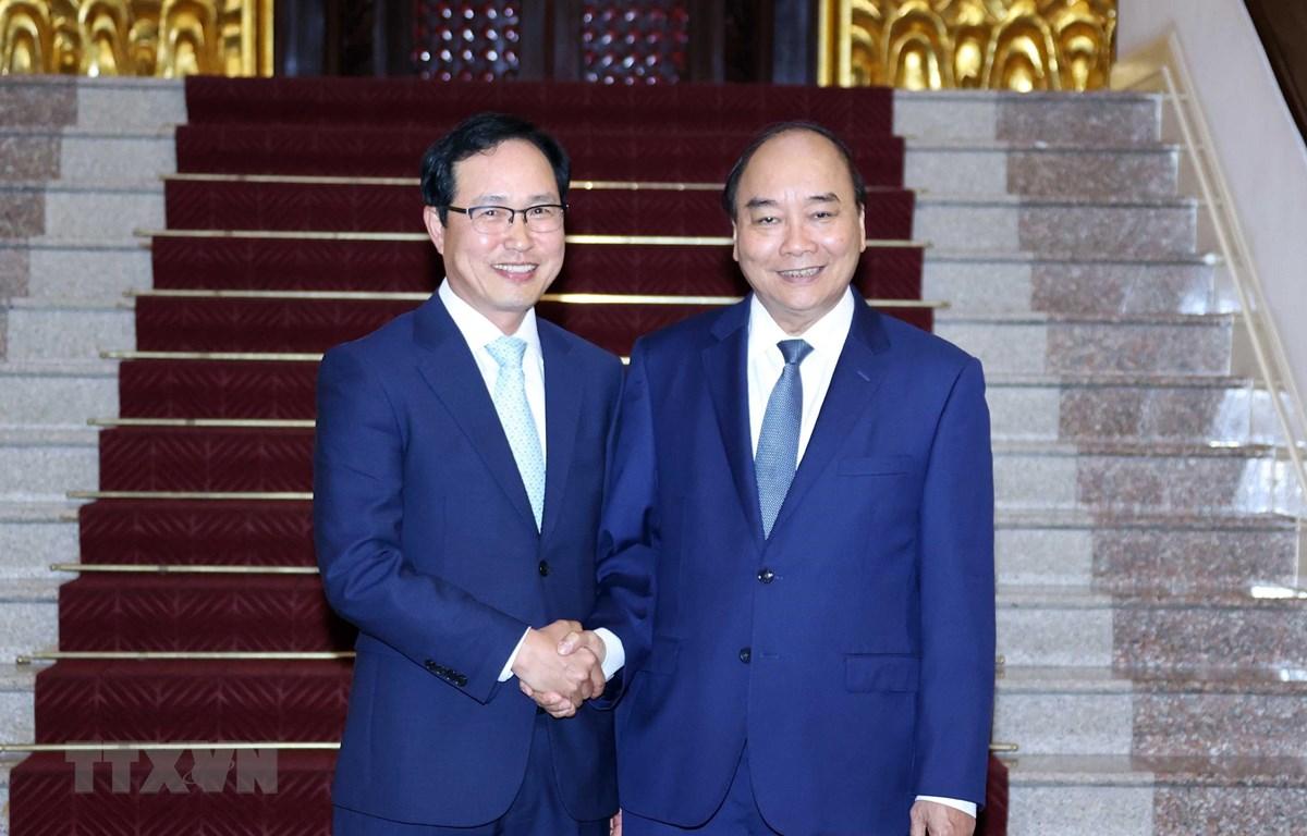 Thủ tướng Nguyễn Xuân Phúc tiếp ông Choi Joo Ho, Tổng giám đốc Tổ hợp Samsung Việt Nam. (Ảnh: Thống Nhất/TTXVN)