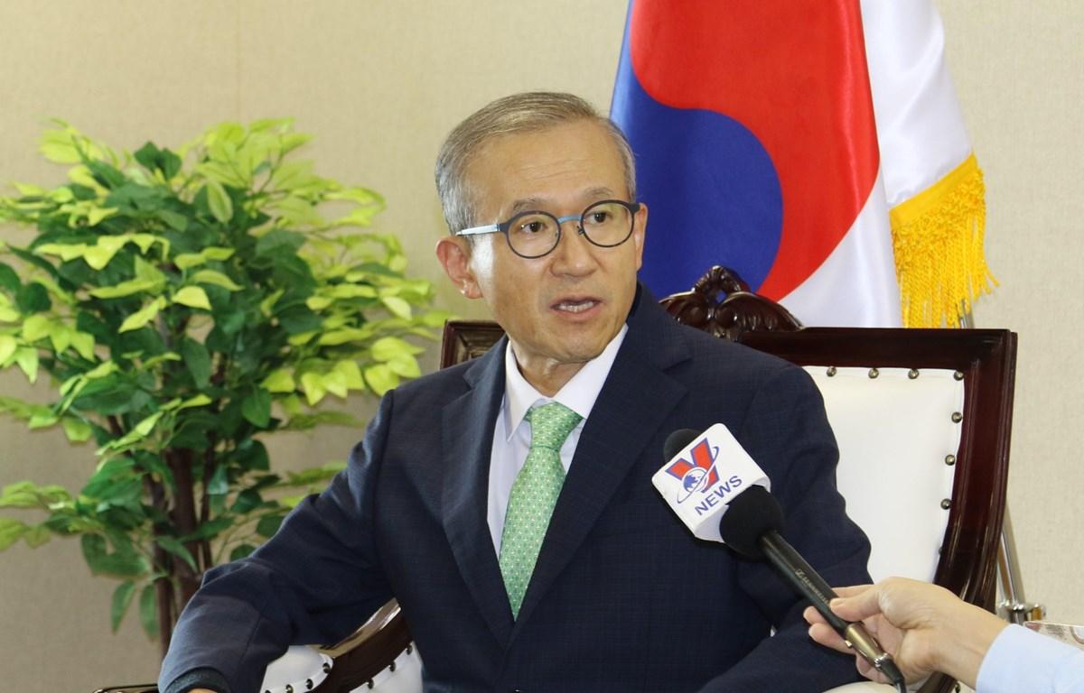 Đại sứ Hàn Quốc tại Hiệp hội các quốc gia Đông Nam Á (ASEAN) Lim Sungnam trả lời phỏng vấn với phóng viên TTXVN tại Jakarta trong đó đánh gia cao việc Việt Nam tham gia ký kết RCEP (Ảnh: Hữu Chiến - Đình Ánh/TTXVN)