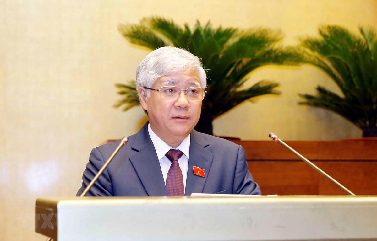 Chủ tịch Ủy ban Trung ương Mặt trận Tổ quốc Việt Nam Đỗ Văn Chiến trình bày Báo cáo tổng hợp ý kiến, kiến nghị của cử tri và nhân dân gửi đến kỳ họp thứ nhất, Quốc hội khóa XV. (Ảnh: Doãn Tấn/TTXVN)