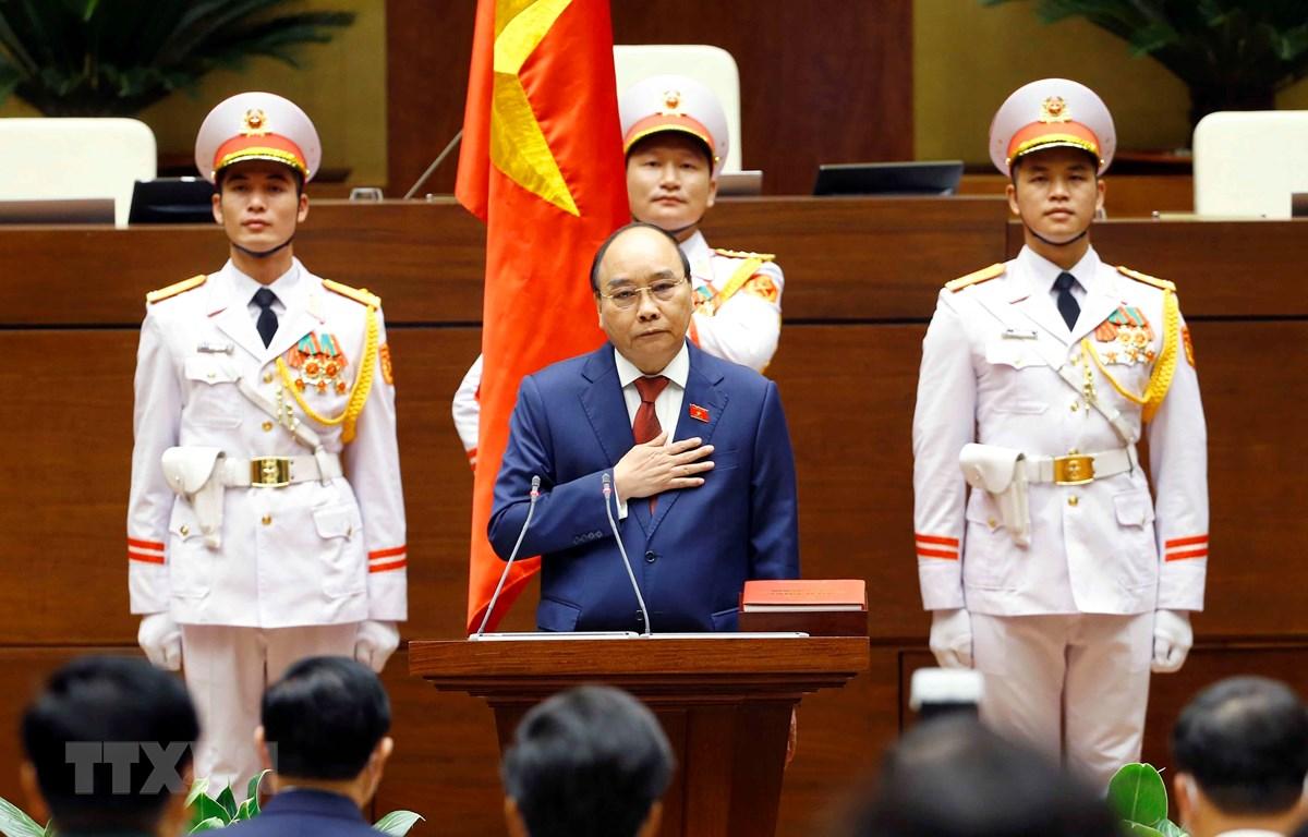 Chủ tịch nước Nguyễn Xuân Phúc tuyên thệ nhậm chức trước Quốc hội, đồng bào và cử tri cả nước. (Ảnh: Doãn Tấn/TTXVN)