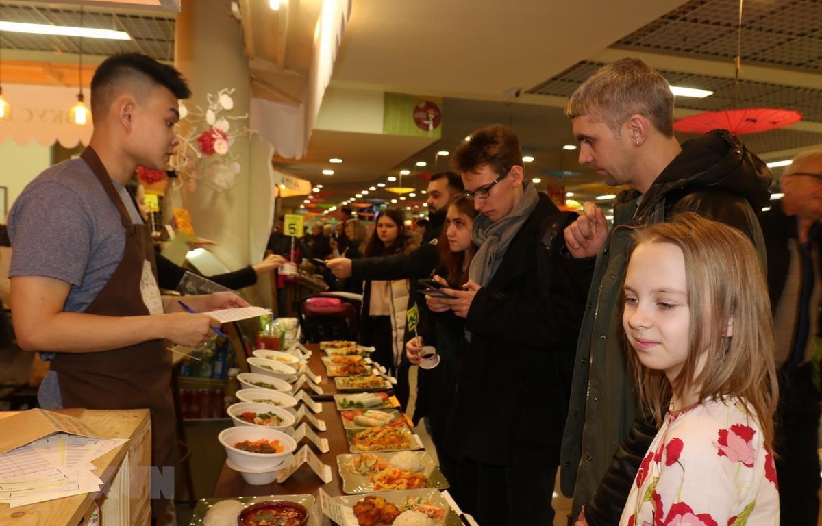 Các món ăn của Việt Nam được người dân Nga và bạn bè quốc tế yêu thích. (Ảnh: Dương Trí/TTXVN)