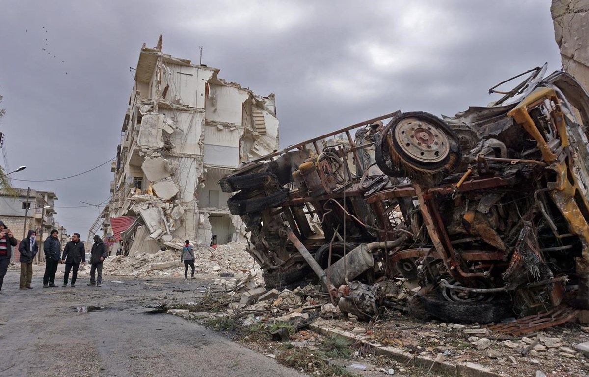 Cảnh đổ nát sau một vụ không kích tại Idlib, tây bắc Syria, ngày 14/3. (Ảnh: AFP/TTXVN)