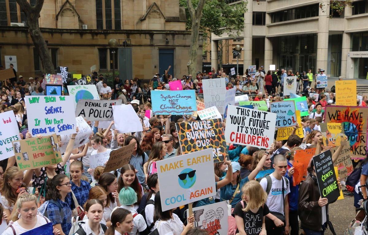 Số lượng học sinh sinh viên tham gia cuộc biểu tình trên toàn đất nước Australia lên đến con số 10,000 người. (Ảnh: Nguyễn Hoàng Linh/TTXVN)