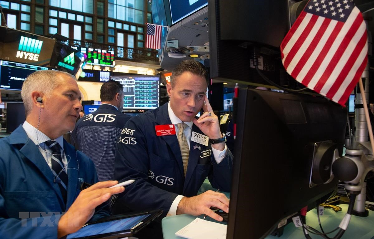 Giao dịch viên tại Sàn giao dịch chứng khoán New York của Mỹ. (Ảnh: AFP/TTXVN)