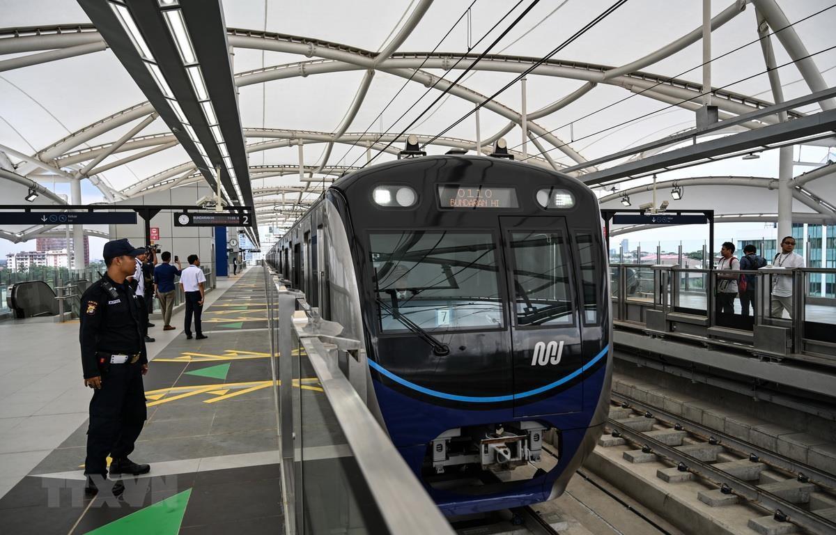 Tàu điện ngầm tại thủ đô Jakarta của Indonesia, ngày 12/3 vừa qua. (Ảnh: AFP/TTXVN)
