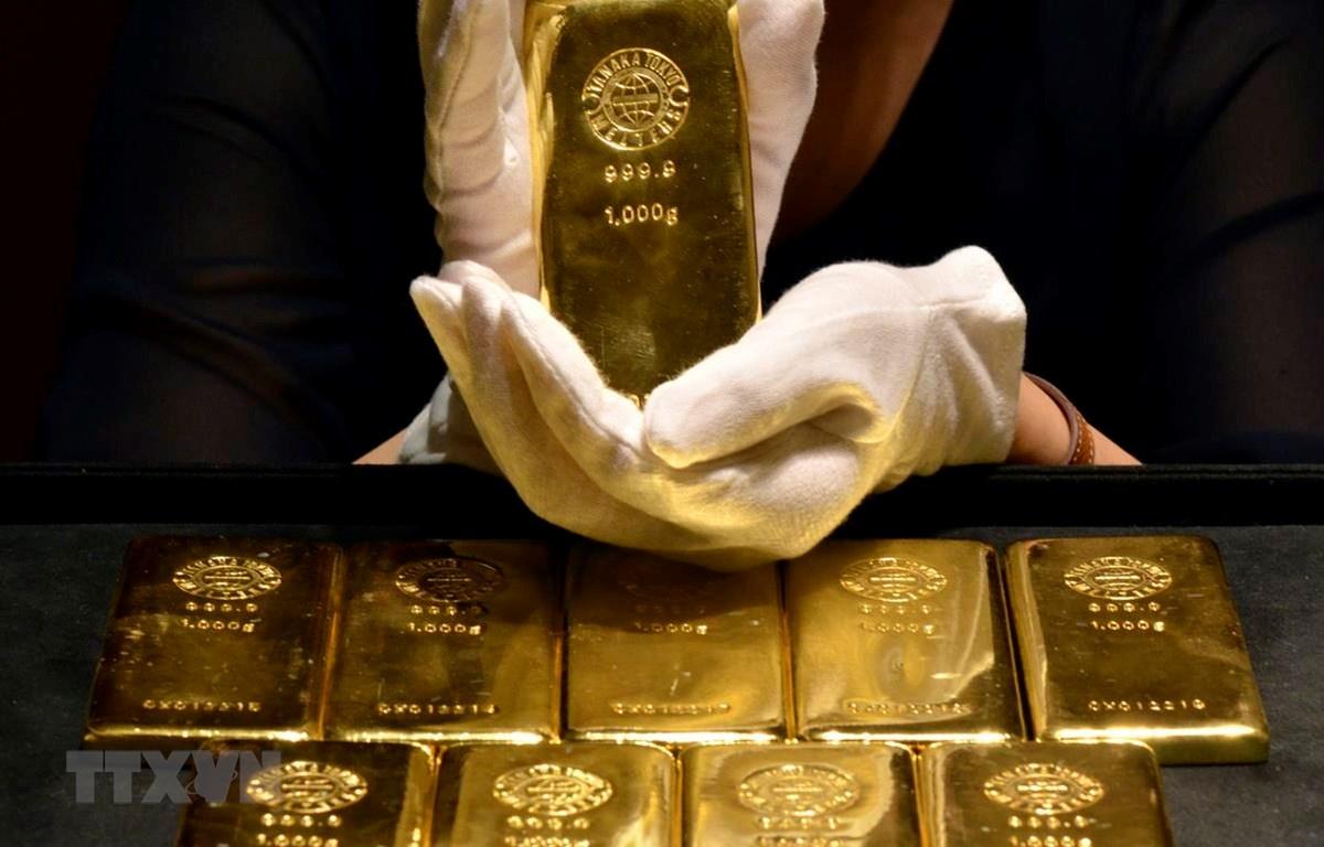 Vàng miếng tại một cửa hàng ở Tokyo của Nhật Bản. (Ảnh: AFP/TTXVN)