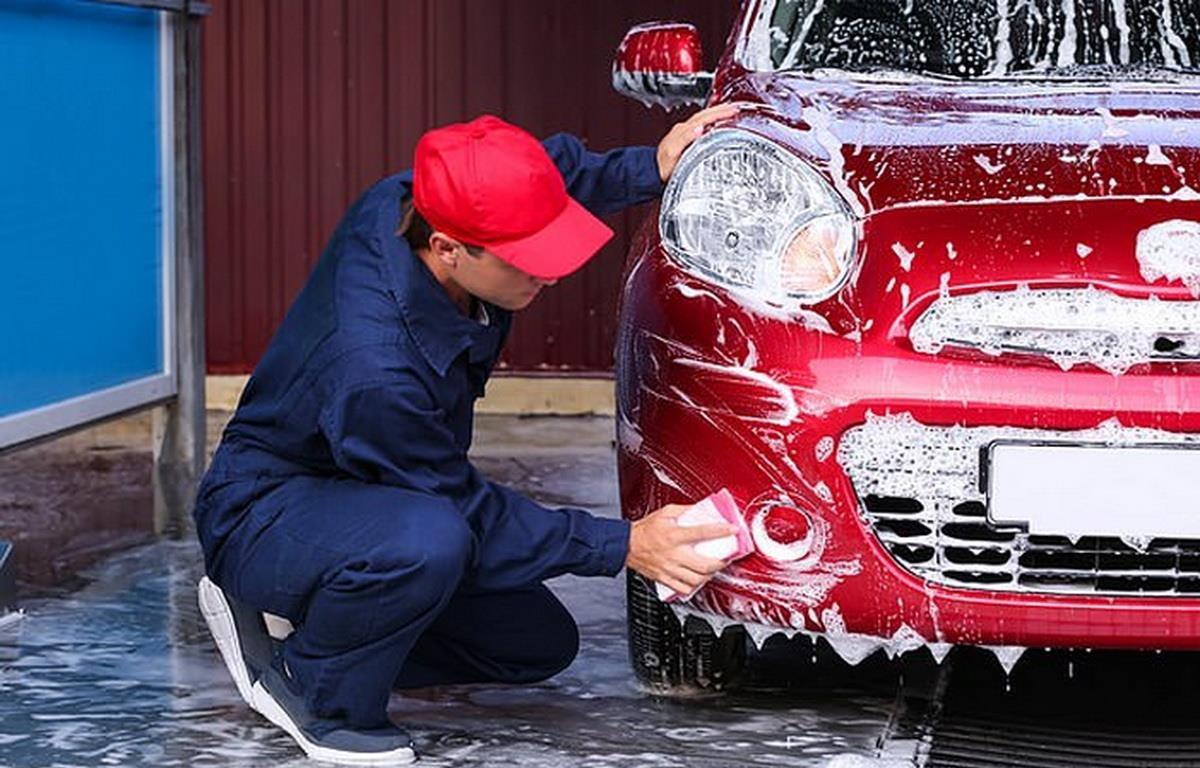 Ngăn chặn tình trạng bóc lột sức lao động tại điểm rửa xe ôtô. (Nguồn: dailymail)