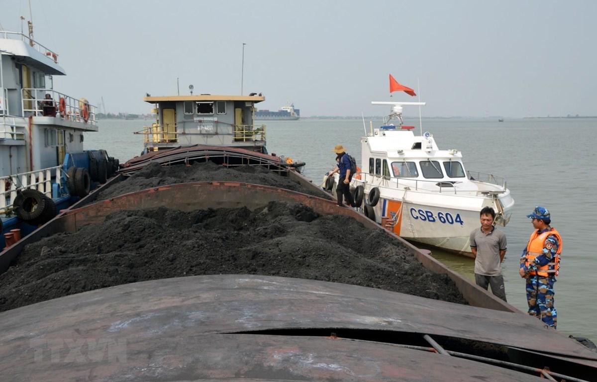900 tấn than không rõ nguồn gốc bị  tạm giữ. (Ảnh: TTXVN)