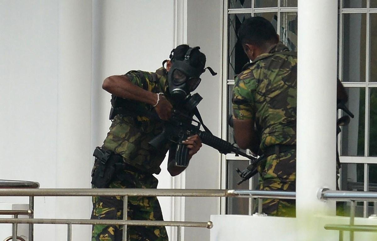 Lực lượng đặc nhiệm Sri Lanka điều tra tại hiện trường vụ đánh bom liều chết ở Orugodawatta ngày 21/4. (Ảnh: AFP/TTXVN)