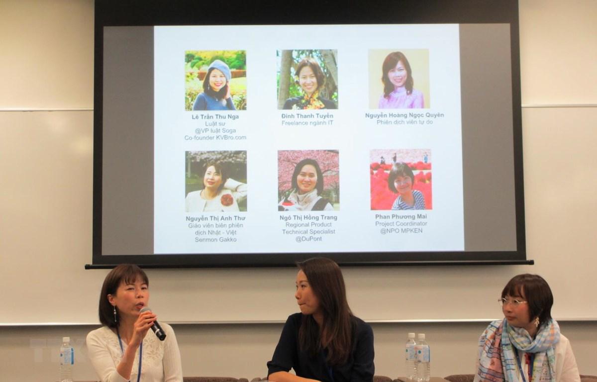 Các khách mời chia sẻ kinh nghiệm cân bằng giữa cuộc sống gia đình và sự nghiệp ở hội thảo. (Ảnh: Đào Tùng/TTXVN)