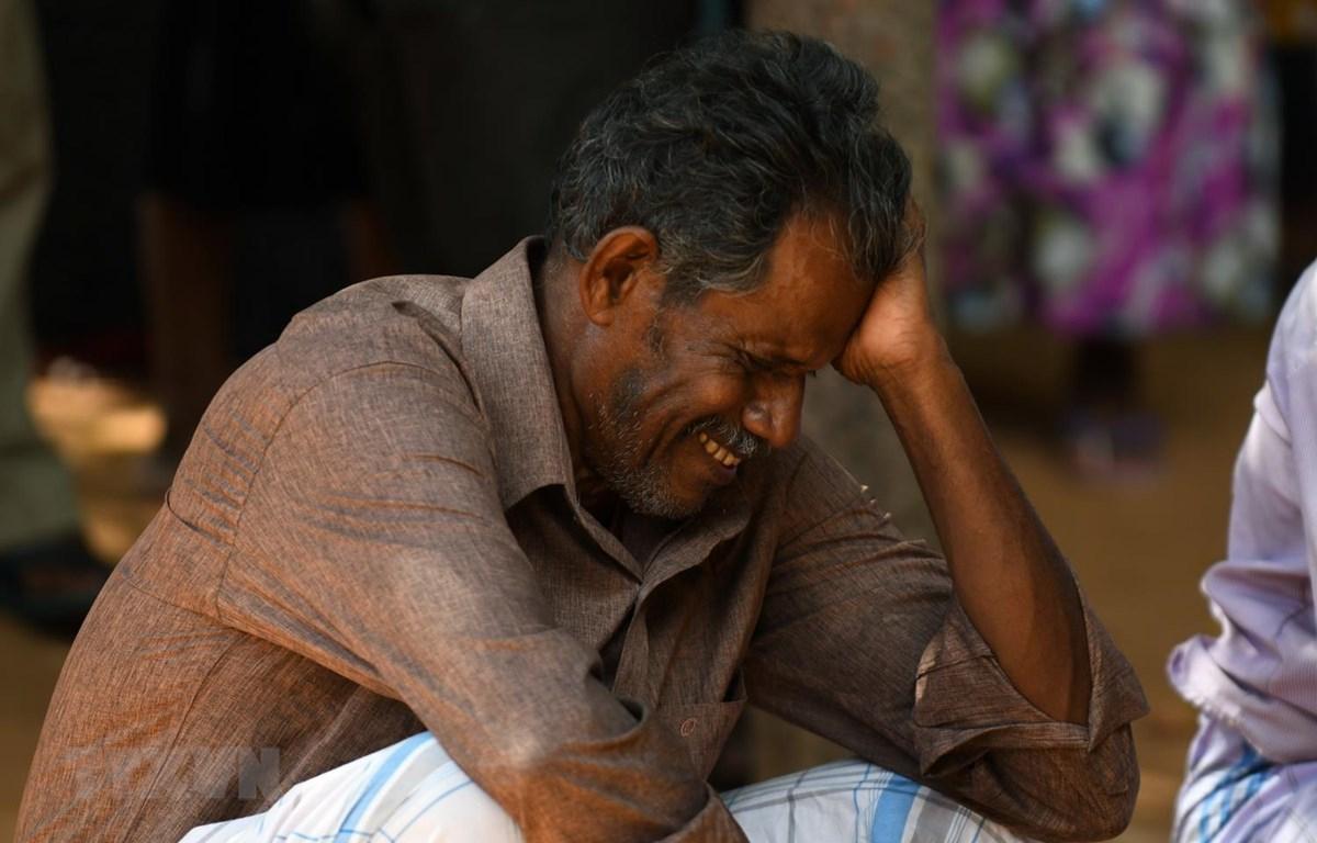 Thân nhân của một nạn nhân thiệt mạng trong vụ nổ tại nhà thờ ở Batticaloa, Sri Lanka, ngày 21/4. (Ảnh: AFP/TTXVN)