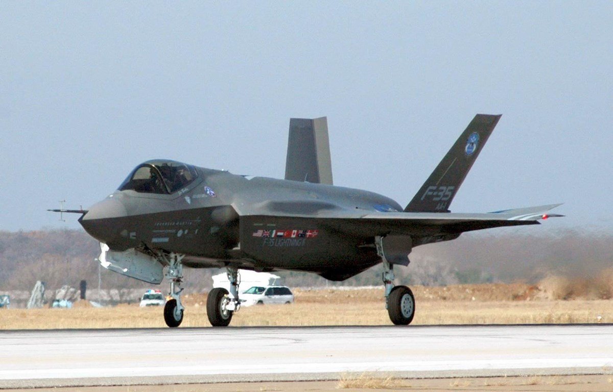 Máy bay F-35 của Tập đoàn sản xuất vũ khí Lockheed Martin trong chuyến bay thử nghiệm tại Fort Worth, bang Texas củab Mỹ. (Ảnh: AFP/TTXVN)