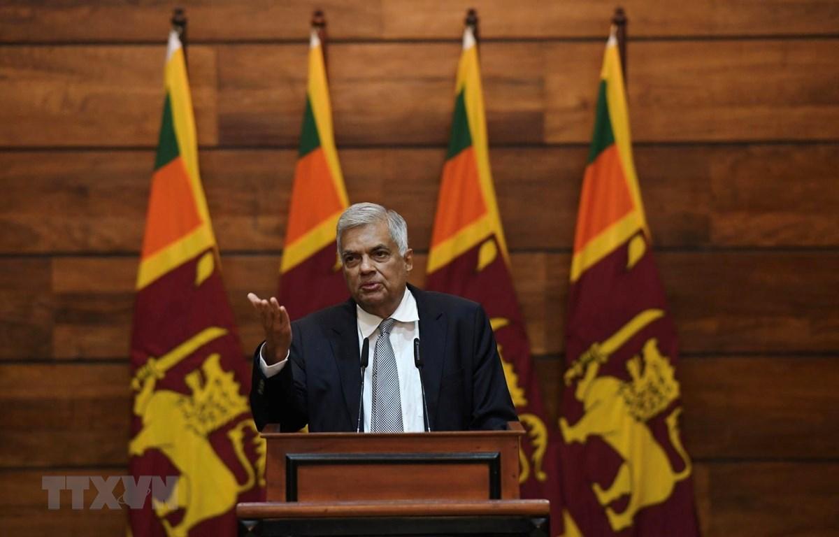 Thủ tướng Sri Lanka Ranil Wickremesinghe tại cuộc họp báo ở Colombo. (Ảnh: AFP/TTXVN)