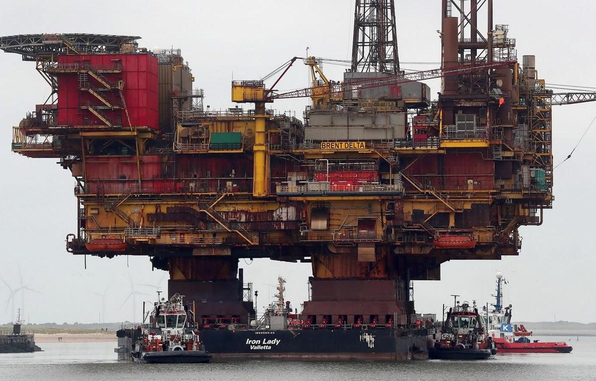 Giàn khoan khai thác dầu của Hãng Shell ở Anh. (Ảnh: AFP/TTXVN)