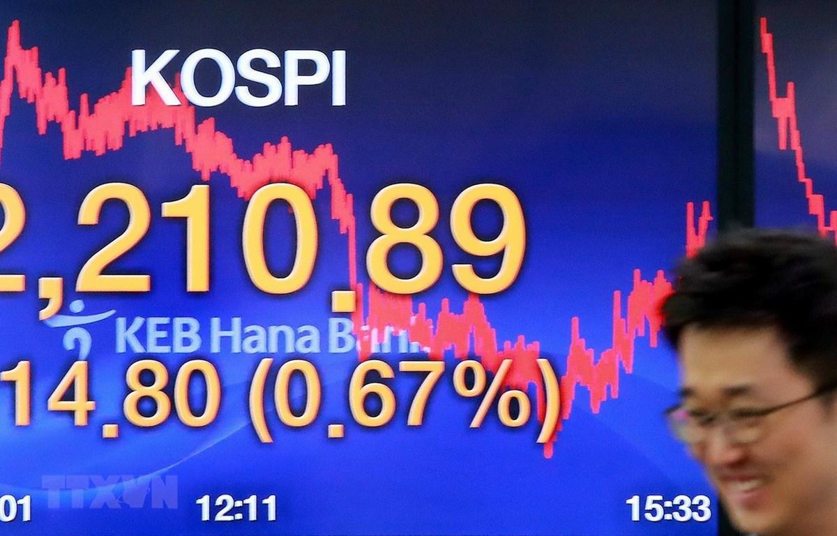 Một phiên giao dịch tại thị trường Seoul của Hàn Quốc. (Ảnh: Yonhap/TTXVN)