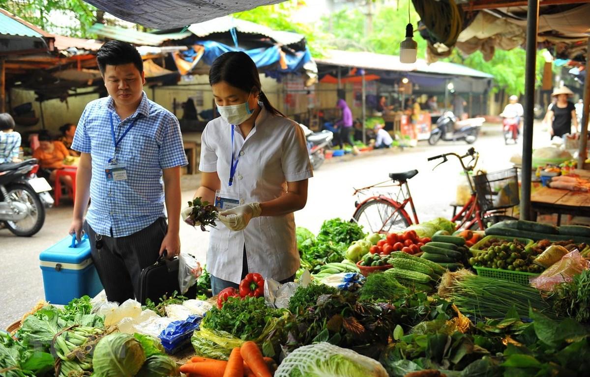 Rau xanh tại chợ truyền thống. (Ảnh: Minh Đức/TTXVN)