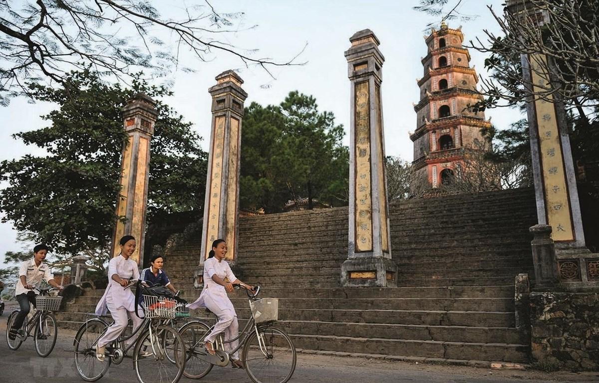 Tác phẩm ảnh chùa Thiên Mụ của tác giả Nicolas Cornet. (Nguồn: TTXVN phát)