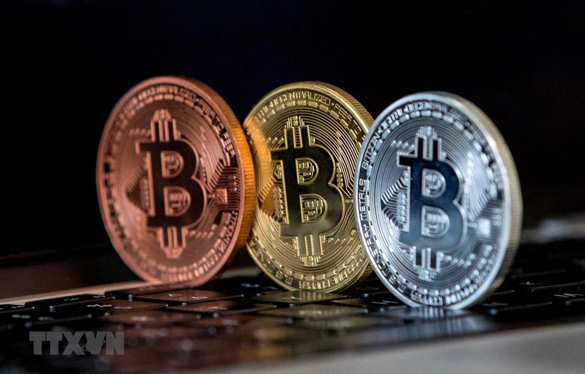Đồng Bitcoin tại Tel Aviv của Israel. (Ảnh: AFP/TTXVN)